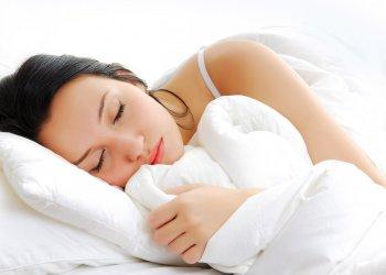 Переломы костей у женщин провоцирует недостаток сна: причина