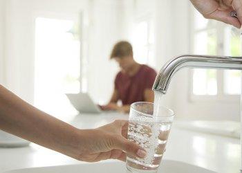 Высокое содержание лития в питьевой воде предотвращает риск суицида