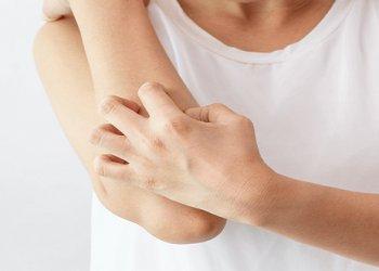 Неврологи установили, что трение, а не расчесывание способно уменьшить зуд кожи