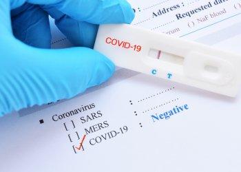 Уникальный тест находит людей с COVID-19 примерно за минуту
