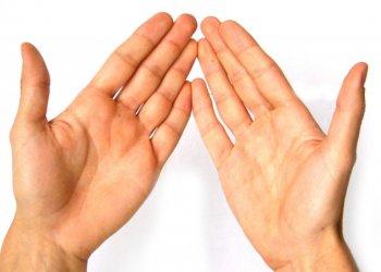 Врачи рассказали, как заподозрить рак легких по рукам